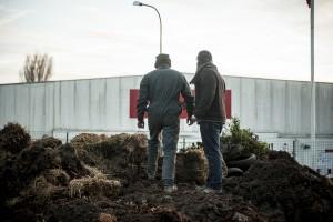 Nord : Les agriculteurs bloquent la centrale d'achat d'Auchan à Neuville-en-Ferrain