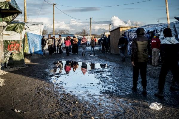 La boue est très présente dans l'hiver de la jungle de Calais