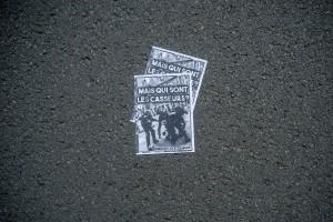 Une photo de violences policières à Lille le 31 mars est reprise en tract et distribuée dans le cortège