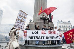 Quelques manifestants occupent la colonne de la Déesse à Lille