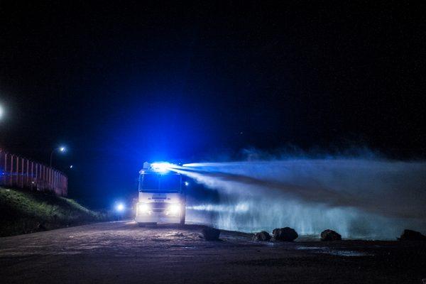 Grenades lacrymogènes et canon à eau seront utilisés contre les réfugiés pendant plus de 2 heures.Tous les soirs, des affrontements ont lieu autour de la jungle.