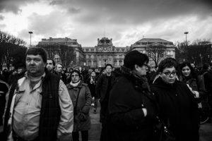 Plus de 500 personnes ont manifesté dans les rues de Lille en soutien à Théo et contre les violences policières. En fin de la manif le cortège se sépare. Près de la moitié poursuit en manif spontanée qui sera très rapidement stoppée par la police largement déployée.   Lille, le 15 février 2017