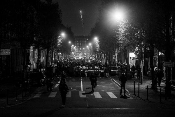 Manifestation en soutien à Théo et contre les violences policières – Lille – 9 février 2017  Entre 200 et 300 personnes manifestent dans les rues de Lille encadrés par un grand nombre de policiers.