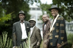Africando, groupe de salsa Africaine produit  le Sénégalais Ibrahima Sylla (principal producteur de toute la musique ouest-africaine fondateur du label Syllart repris par sa fille Binetou Sylla)