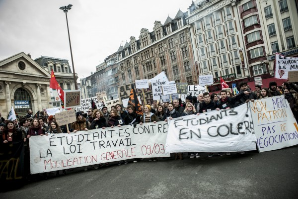 Les lycéens et étudiants lors de la première manifestation en mars.
