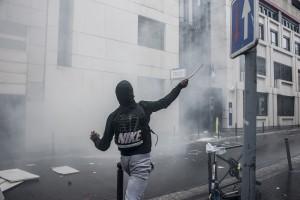 Suite aux violences sur un jeune lycéen du lycée Bergson à Paris, les lycéens partent en manif sauvage. Commissariat du 19ème arrondissement
