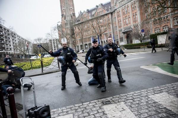 La police prête à en découdre avec qui sera présent ce matin.
