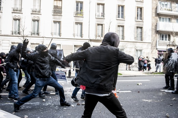 Affrontements entre la police et les manifestants après avoir que le cortège ait été séparé en 2.