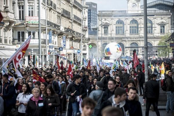 Près de 10 000 personnes ont défilé pour la 4ème manifestation nationale contre la loi travail El Khomri à Lille