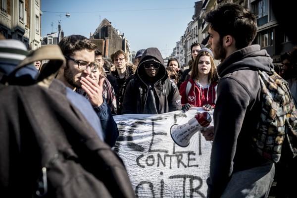Les lycéens protestent et manifestent contre la loi travail El Khomri.