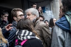 Un professeur de Science Po Lille force le barrage du blocus le 31 mars.