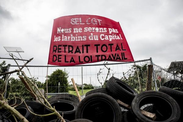 blocage devant le dépôt pétrolier de Douchy-les-Mines