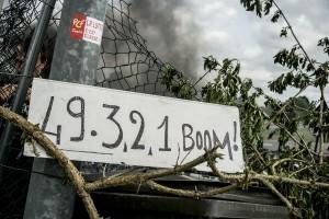blocage devant le dépôt pétrolier de Douchy-les-Mines en lien avec l'usage du 49-3 pour voter la loi travail.