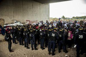 Manifestation en faveur des réfugiés. 1er octobre 2016 – Calais. Impossible d'entrer ou sortir de la jungle. La police interdisait tout mouvement.
