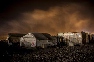 «La Jungle de Calais, la vie s'en est allée.» Série de photos de nuit lors du démantèlement de la jungle de Calais.