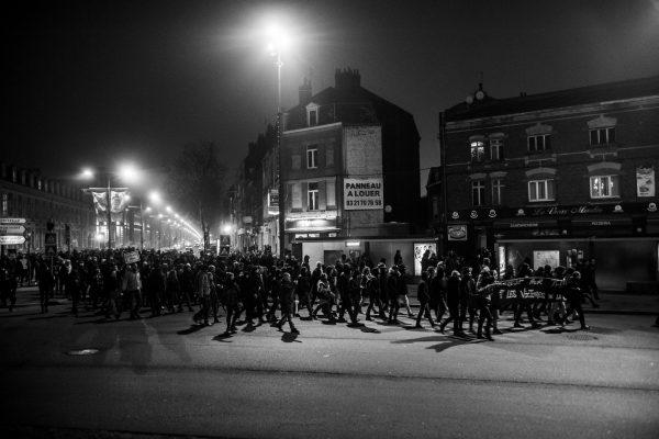 Manifestation en soutien à Théo et contre les violences policières – Lille – 9 février 2017   Porte des Postes, la police bloque l'accès au commissariat et à Lille-Sud